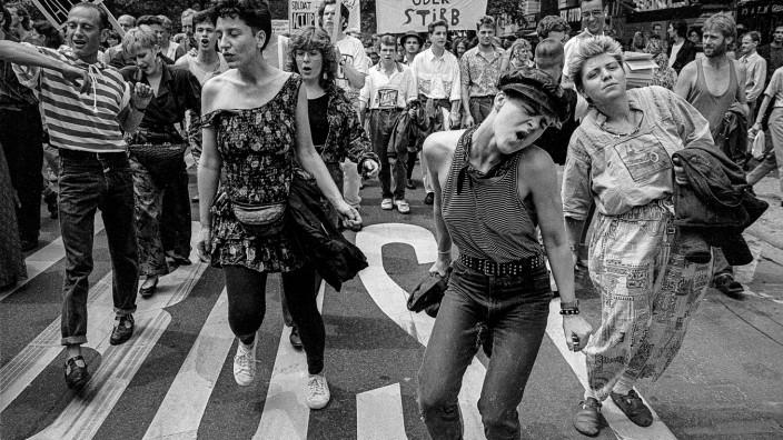 Gay Pride 19890624DE Berlin Charlottenburg CSD Christopher Street Day Schwulen und Lesbendemons