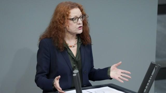 215. Bundestagssitzung und Debatte in Berlin Aktuell, 04.03.2021, Berlin, Margarete Bause im Portrait bei ihrer Rede zum