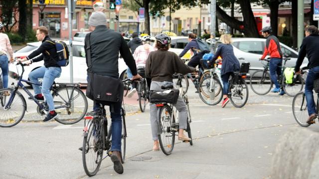 Radeln wird in München immer beliebter - auch schon vor Corona war das so. Und viele Fahrradfahrer empfinden die Infrastruktur, etwa ein gut ausgebautes Wegnetz, in der Stadt als nicht gut.