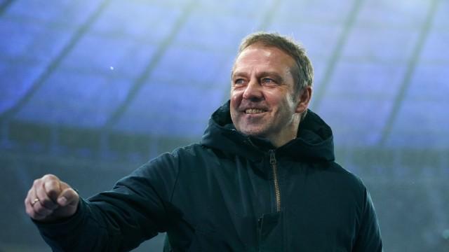 FC Bayern München: Trainer Hansi Flick beim Bundesliga-Spiel gegen Hertha BSC