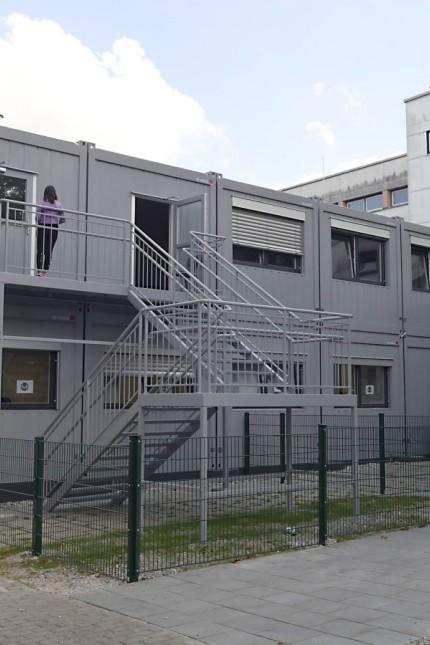 Weiterführende Schulen: Die Gymnasiasten werden in Containern ähnlich jenen an der Taufkirchner Mittelschule untergebracht.