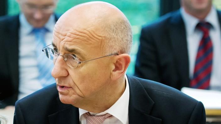 Seehofer stellt neues Kabinett vor