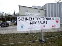 MOOSBURG: Eröffnung Schnelltestzentrum im Eisstadion Moosburg