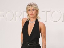 Miley Cyrus bei der Ankunft zur Tom Ford Autumn/Winter 2020 Show am 7.02.2020 in Hollywood, Los Angeles Tom Ford Autumn