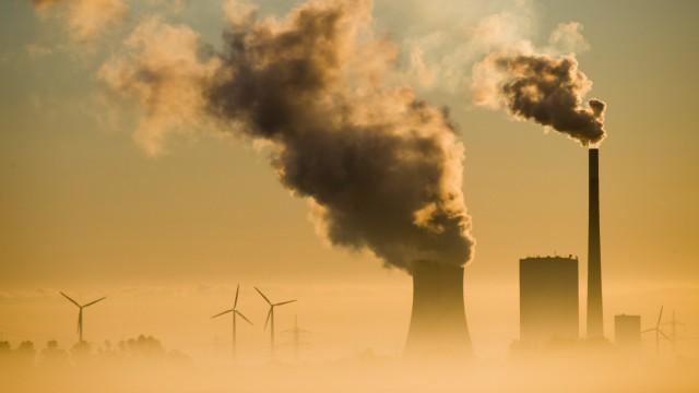 Klima: Rauchende Schornsteine und Windräder