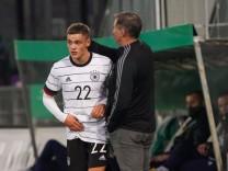 Florian Wirtz (Deutschland, Germany U21, U 21 mit Trainer Stefan Kuntz (Deutschland, Germany U21) - 13.10.2020: Deutschl; Wirtz