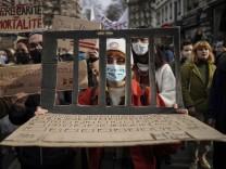 Studenten und Arbeiter forderten diese Woche in Lyon zusammen mehr Unterstützung in der Pandemie.