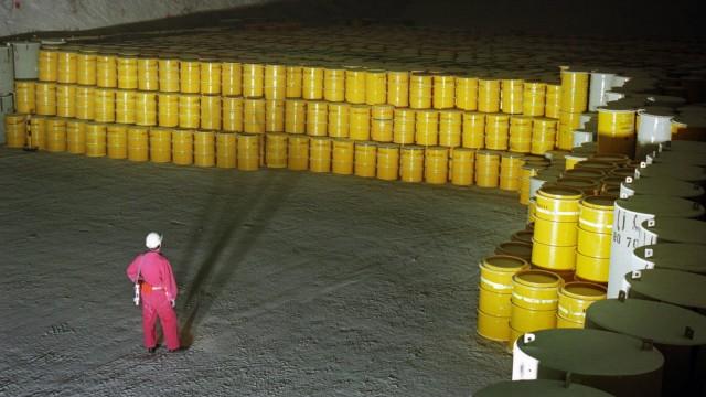 Endlager fuer radioaktive Abfaelle Morsleben Endlagerkammer im Westfeld der 4 Sohle Stapelung von