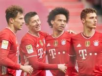Fussball 1.German Soccer League FC BAYERN MUENCHEN - VFB STUTTGART Robert LEWANDOWSKI, FCB 9 celebrates his goal, happy; FCB
