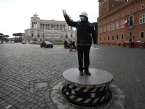 Rome, Vigili Urbani in Piazza Venezia deserted due to the new government restrictions to fight the Covid 19 pandemic Pic