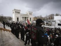 Pro und Contra Abtreibungsdemonstrationen in München