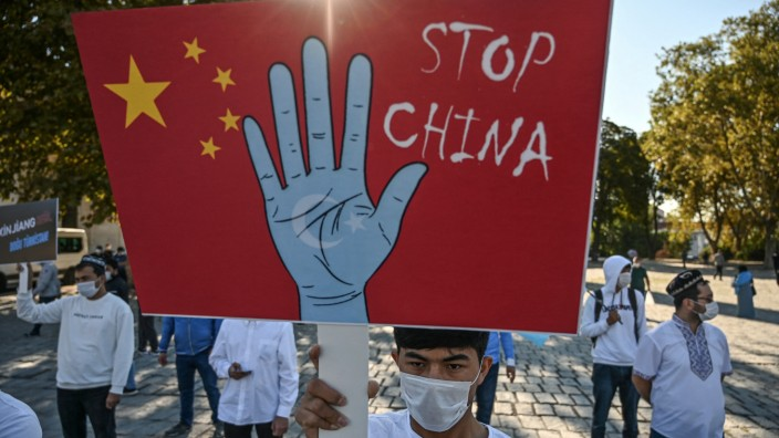 EU-Sanktionen: Uiguren protestieren in Istanbul gegen Chinas Politik.