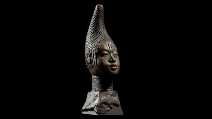 Restitutionsdebatte: Gedenkkopf einer Königinmutter (Iyoba), eine der Benin-Bronzen, die ursprünglich im Berliner Humboldt-Forum gezeigt werden sollte.