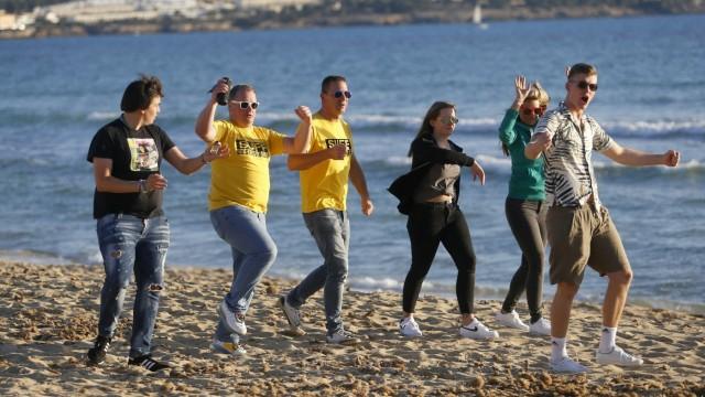 Des vacanciers en fête sur une plage de Majorque