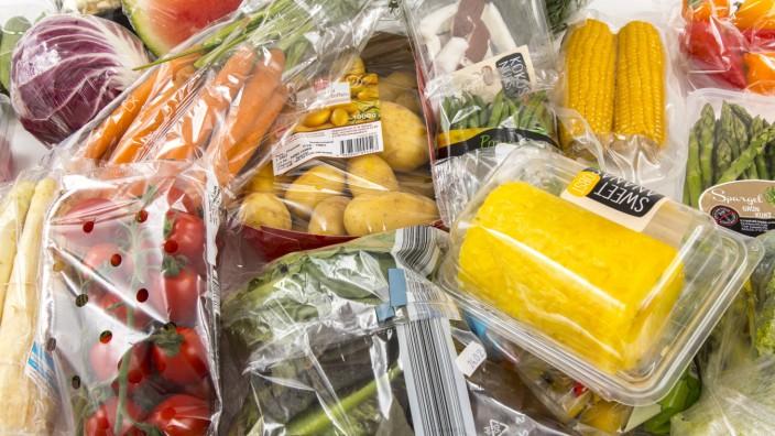 Frische Lebensmittel Gemüse Obst jeweils einzeln in Plastikfolie verpackt alle Lebensmittel gib