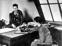 Bertolt Brecht mit Geliebter Elisabeth Hauptmann, 1927