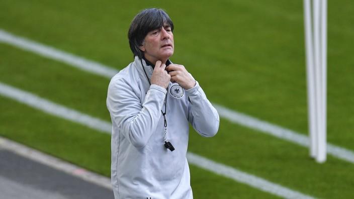 Bundestrainer Joachim Löw beim Training der Deutschen Fußball-Nationalmannschaft