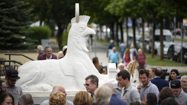 Historische Sphinx-Replik vor Altem Nordfriedhof in München, 2019