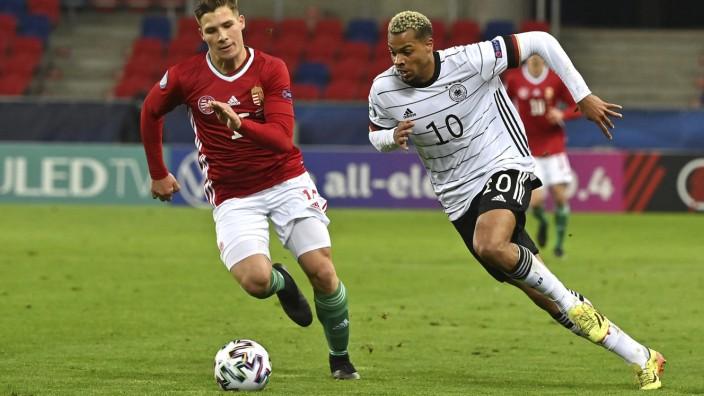 Fußball-Europameisterschaft: Lukas Nmecha (r.), Torschütze des ersten Treffers gegen Ungarn, im Duell mit Mihaly Kata.