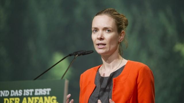 Anna CAVAZZINI bei ihrer Rede zur Bewerbung um das Amt der stellv Parteivorsitzenden Ausserordentli