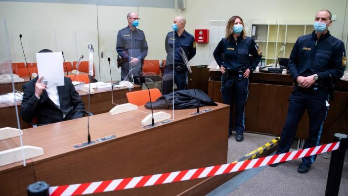 Der Bombenleger von Waldkraiburg im Gerichtssaal.