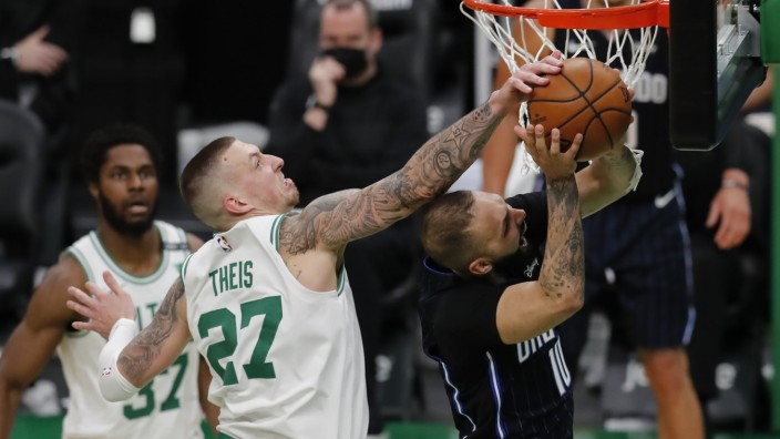 Evan Fournier, Daniel Theis