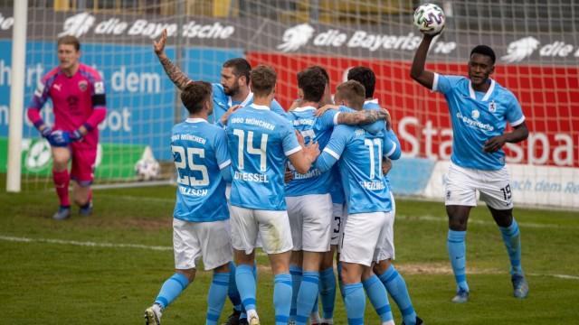 1860 - Jubel um Torschuetze nach Tor zum 2.1. Fussball, 1860 Muenchen - Ingolstadt, Landespokal, Saison 2020-2021, am 2