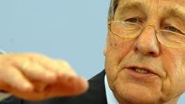 Wolfgang Clement befürchtet eine Zersplitterung der Gewerkschaftsbewegung. Foto: ap