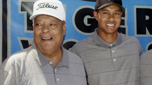 TIGER WOODS AND HIS FATHER EARL POSE AT TIGER WOODS FOUNDATION JUNIOR GOLF CLINIC