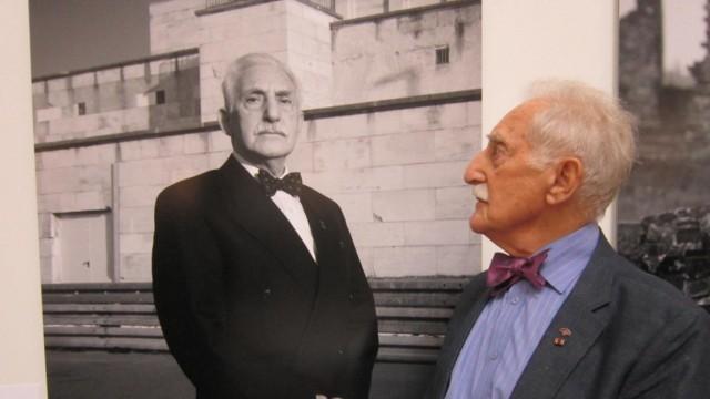 Den KZ-Überlebenden Leon Weintraub durchfährt noch heute ein Vibrieren, wenn er an den Appellplatz in Flossenbürg denkt.