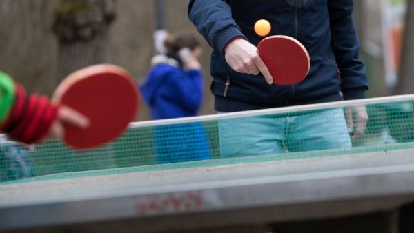 Tischtennisplatten draußen