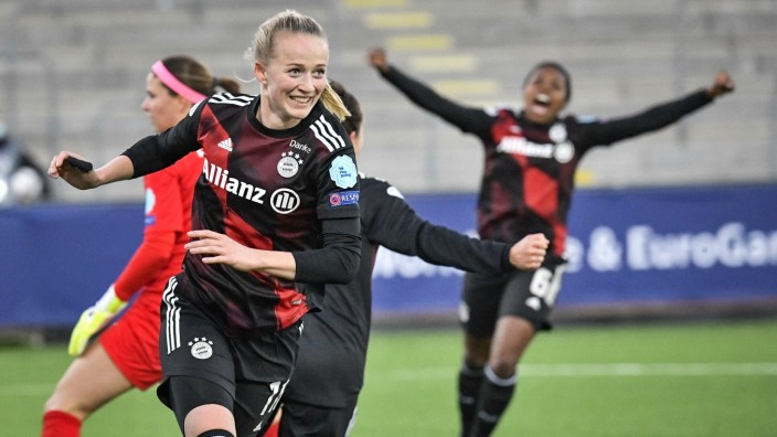 Bayern s Lea Schüller celebrates after scoring the opening goal during the UEFA Women s Champions League 2nd leg quarter; Fußball - Frauen - Champions League - Bayern Lea Schüller celebrates after scoring the opening goal during the UEFA Women s Champions