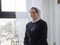 Unterhaching, Konvent der Ordensgemeinschaft Barmherzige Schwestern im Alten- und Pflegeheim St. Katharina LabourŽ, hier lebt Schwester Josefa Maria Grießhaber,