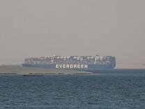 """Suez-Kanal: Containerschiff """"Ever Given"""" darf Suez-Kanal nicht verlassen"""