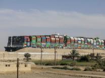 """Suez-Kanal: Containerschiff """"Ever Given"""" darf Suezkanal nicht verlassen"""