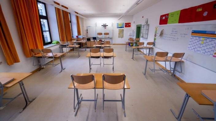 Coronavirus - Viele Schulen in Bayern schließen wieder