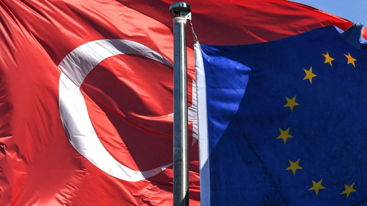 EU und Türkei: Von der Leyen und Michel treffen Erdogan zu Gesprächen -  Politik - SZ.de