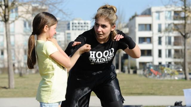 """""""Das Boxen zeigt Mädchen, dass sie Kraft haben"""", sagtZeynebCakicioglu."""