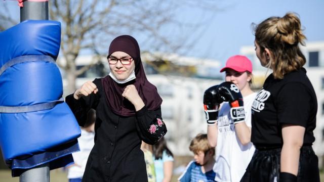 Das Boxtraining im Hirschgarten wird von den Teilnehmerinnen gut angenommen.