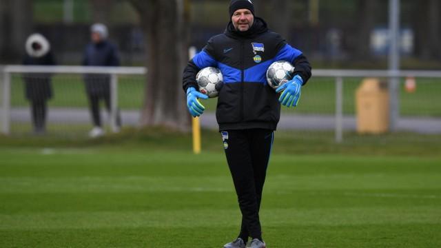 Fussball, Herren, Saison 2019/2020, 1. Bundesliga, Hertha BSC, Training, Torwart-Trainer Zsolt Petry (Hertha BSC), 18.0