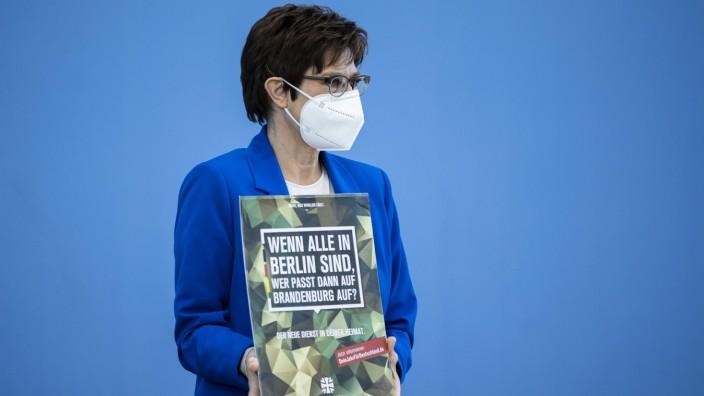 Annegret Kramp-Karrenbauer, Bundesministerin der Verteidigung, aufgenommen im Rahmen einer Pressekonferenz zum Thema De