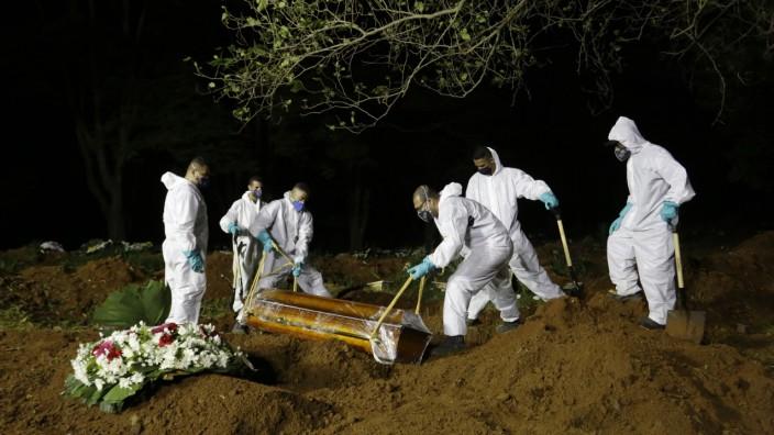 Coronavirus in Brasilien: Begräbnis auf einem Friedhof in Sao Paolo
