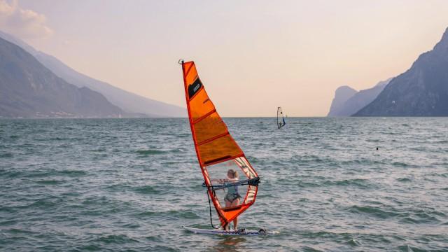 Windsurfer auf dem Gardasee bei Torbole