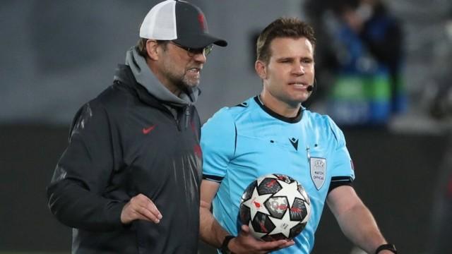 Champions League: Jürgen Klopp und Felix Brych nach dem Spiel FC Liverpool gegen Real Madrid