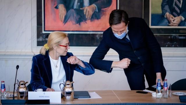 DEN HAAG - (VLNR) Sigrid Kaag (D66) en Mark Rutte (VVD) tijdens een bijeenkomst met Tweede Kamervoorzitter Khadija Arib.