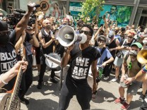 Black Lives Matter protests continue in NYC Musician Jon Batiste and his band perform during protest for Black Lives Ma