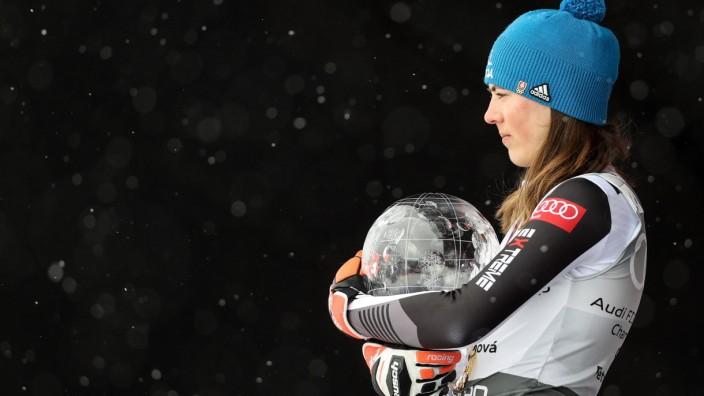 Ski Alpin: Petra Vlhova nach dem Sieg im Gesamtweltcup 2021