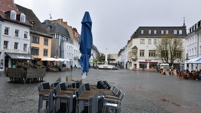 Der Tag der Lockerungen zieht ein halbes Dutzend Fernsehteams nach Saarbrücken, wo am Dienstag (6.4.2021) die Außengast