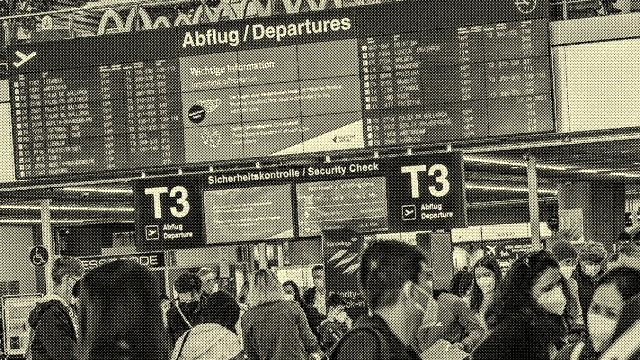 Im Konvoi nach Malle. Flugverkehr in Zeiten von Corona. Am Flughafen Stuttgart stehen Ziele in der Türkei sowie Palma d