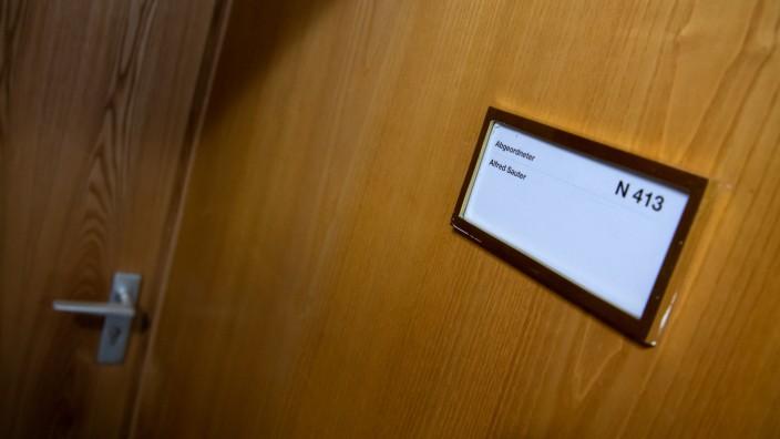 CSU: Büro des Abgeordneten und Bayerns Ex-Justizminister Alfred Sauter